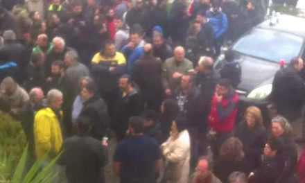 Συγκέτρωση έξω απο το Δημαρχείο-Αναστέλλεται η έκδοση  λογαριασμών ύδρευσης-αποχέτευσης του Αιτωλικού