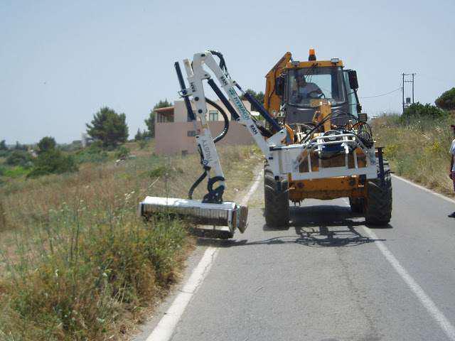 Αγρίνιο: Η Δημοτική Αρχή αναθέτει σε Γιαννιώτη να κόβει τα χόρτα στο Δήμο!