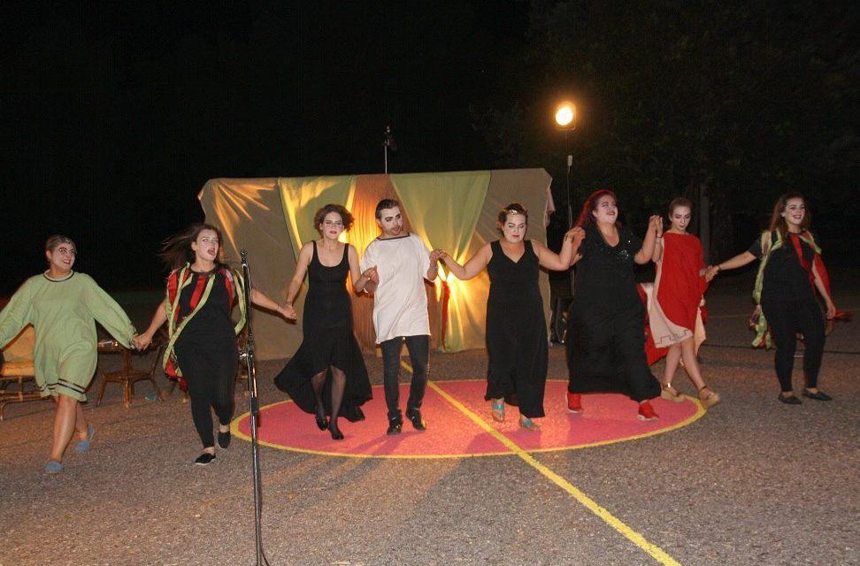Αγρίνιο: Μάγεψε το κοινό η Θεατρική Ομάδα Καλυβίων «παιΖΟΥΜΕ»