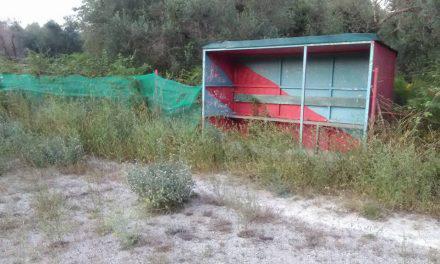 Kάτω Μακρυνού: Σε πλήρη εγκατάλειψη το γήπεδο  (εικόνες)