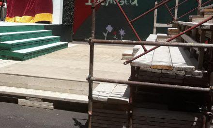 «Τραγωδία»  η εξέδρα για την παράσταση «Ρωμαίος και Ιουλιέτα»- Αν όλα έγιναν «νομότυπα» δεν θα προκύψουν θέματα ασφάλειας!