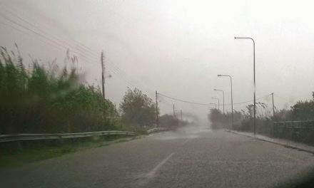 Αγρίνιο: βροχή, χαλάζι και ισχυροί άνεμοι -προβλήματα στο οδικό δίκτυο