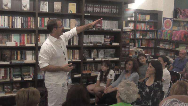 """Το βιβλίο """"Φως μέσα στη θύελλα"""" του Κώστα Κρομμύδα παρουσιάστηκε στο «ΒΙΒΛΙΟΤΡΟΠΙΟ»(ΦΩΤΟ-ΒΙΝΤΕΟ)"""