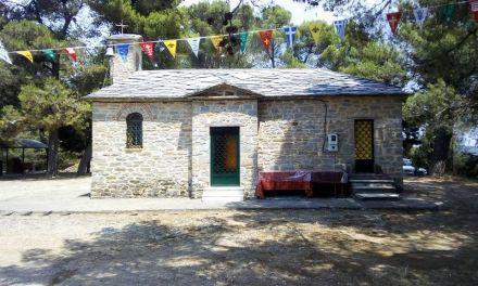 Καμαρούλα Αγρινίου: Πλήθος κόσμου για να προσκυνήσει τη θαυματουργή εικόνα της Αγίας Μαρίνας