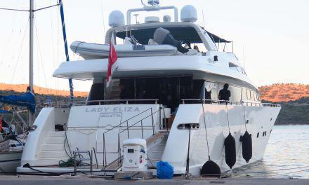 Πολυτελή σκάφη  βρίσκουν καταφύγιο στο λιμάνι Αστακού