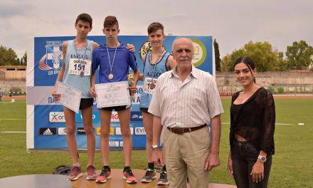 Μετάλλιο με την εθνική ομάδα παίδων ο Νίκος Σταμούλης