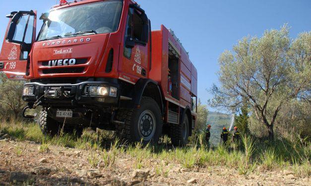 Σε εγρήγορση η Πυροσβεστική: Παραμένει η φωτιά στα Αμπέλια-Κάηκε οικία στη Γαβαλού