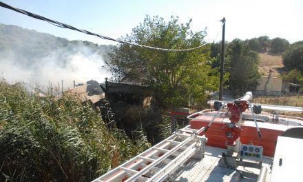 Παρανάλωμα του πυρός αγροτική αποθήκη στα Καλύβια