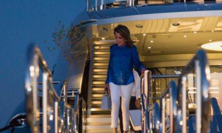 Γιάννα Αγγελοπούλου : Διακοπές στο Ιόνιο- Έκπληκτοι  σε Κάλαμο και Μύτικα με την υπερπολυτελή θαλαμηγό «OKTO»