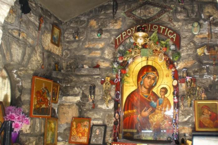 Αποτέλεσμα εικόνας για Η Παναγία η Προυσιώτισσα σώζει το Αγρίνιο..