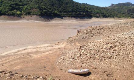 Xάνουμε αντί να αξιοποιούμε τη Λίμνη Κρεμαστών-Τα νερά έπεσαν πολλά μέτρα! (φωτο-βιντεο)