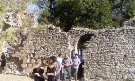 Η Αγία Σοφία Τριχωνίδας κάηκε επί τουρκοκρατίας-Θεία Λειτουργία στα ερείπια με πλήθος πιστών!