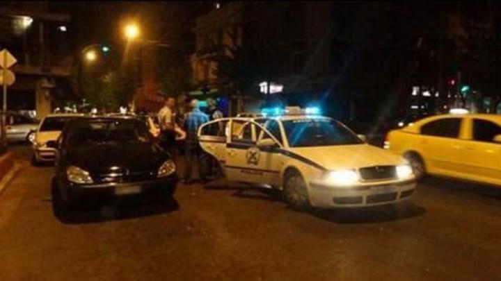 Aιτ/νία: 37χρονος απείλησε καταστηματάρχη με πιστόλι και μαχαίρι