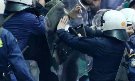 Ένταση στο Αγρίνιο ανάμεσα σε οπαδούς και αστυνομία πριν το ματς με τον Παναθηναϊκό!