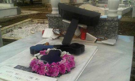 Αδέσποτα κοπάδια ζώων μπαίνουν στο Νεκροταφείο του Μύτικα και βεβηλώνουν τα μνήματα!