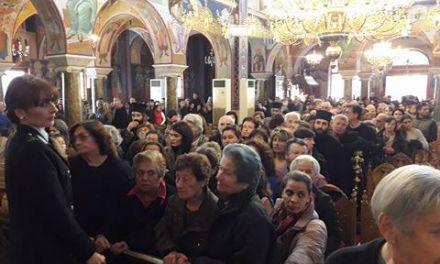 Εντυπωσιάζει ο αριθμός των πιστών από όλη την Ελλάδα που συρρέουν στη Μητρόπολη Αγρινίου-Πάνω από 10.000 καθημερινά!