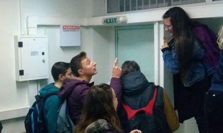 Απίστευτο περιστατικό στο 2ο Λύκειο Αγρινίου- Εγκλωβίστηκαν μαθητές και καθηγήτρια και κλήθηκε η Πυροσβεστική (βιντεο-φωτο)