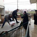 Ο Μητροπολίτης Κοσμάς κοντά στους πληγέντες κατοίκους της Ι. Μητροπόλεως