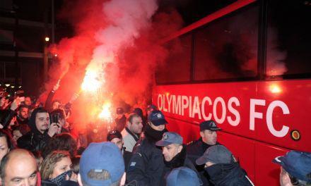 Χαμός στο Αγρίνιο για την αποστολή του Ολυμπιακού- Συνθήματα και καπνογόνα.