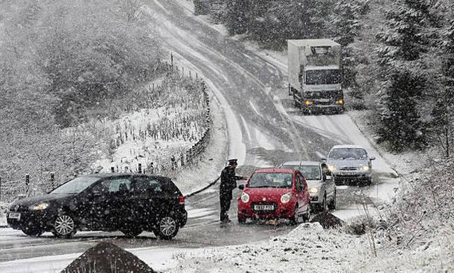 Χιονοπτώσεις στα ορεινά της Αιτωλοακαρνανίας: Με αντιολισθητικές αλυσίδες στα Αραποκέφαλα
