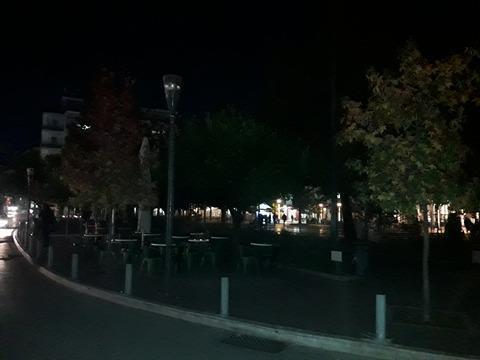 Σκοτάδι στην πλατεία Δημοκρατίας στο Αγρίνιο