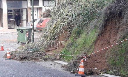 Κίνδυνος ατυχήματος στη Θησέωςστο Αγρίνιο