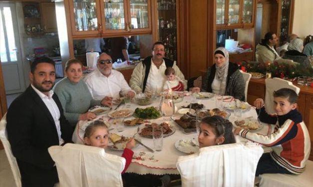Σύρους πρόσφυγες υποδέχθηκε στο σπίτι του ο Π. Κουρουμπλής