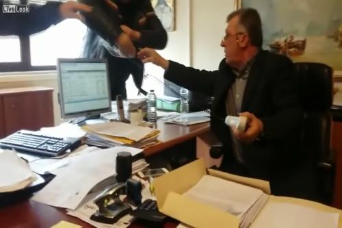 Το θέμα της εισβολής της ομάδας «Ρουβίκωνας» στη ΔΟΥ Αγρινίου έφθασε στην Βουλή!