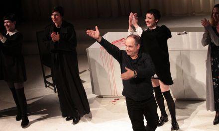 """Άνοιξε την αυλαία της η Κεντρική Σκηνή του ΔΗ.ΠΕ.ΘΕ. Αγρινίου με την παράσταση """"Δεσποινίς Τζούλια"""" (φωτο)"""