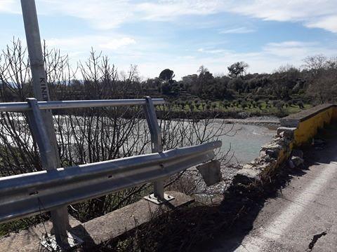 Φθορές στην γέφυρα της Αβόρανης/Κίνδυνος για τους διερχόμενους οδηγούς!