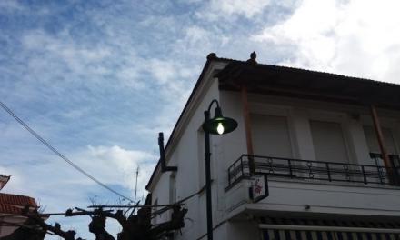 Ξεχασμένoς και αναμμένος ολημερίς ο δημοτικός φωτισμός στα Καλύβια Αγρινίου