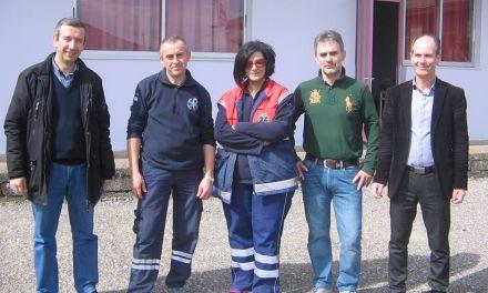 Οι διασώστες του ΕΚΑΒ Αγρινίου στο Δημοτικό Σχολείο Κάτω Ζευγαρακίου