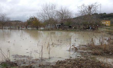 Πλημμύρες σε κτήματα και εγκαταστάσεις σε Αιτωλικό και Οινιάδες