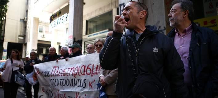 Ένταση και δακρυγόνα στους πλειστηριασμούς στην Πάτρα- Τα 3 ακίνητα ήταν από το Αγρίνιο!