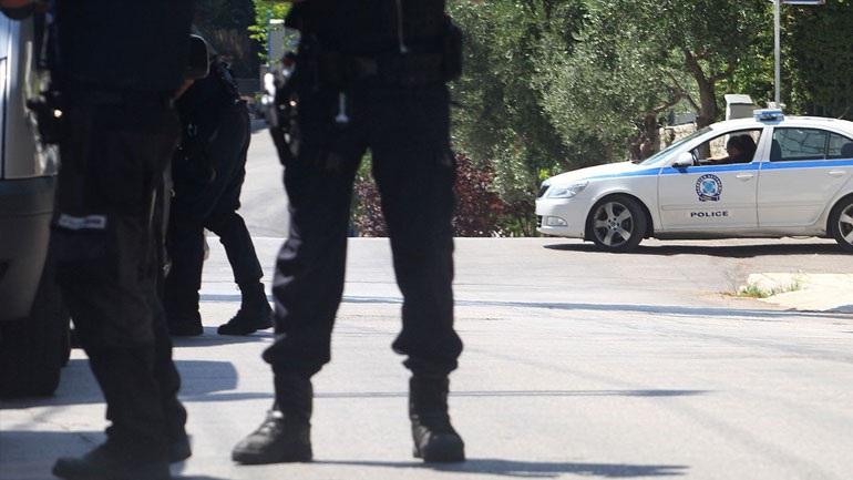 Συνέλαβαν 3μελή σπείρα σε Καλλιθέα και Αβόρανη που παρίστανε τους εφοριακούς