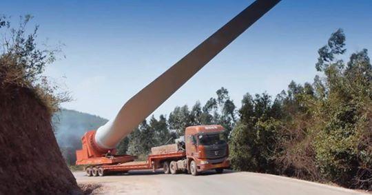 Με προβλήματα ξεκίνησε η μεταφορά ανεμογεννητριών στον Ίναχο Αιτωλ/νίας-Μπλόκαρε το φορτηγό!(δειτε φωτο)