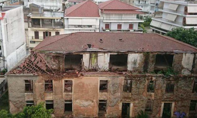 Γκρεμίστηκε τμήμα της στέγης τωνκαπναποθηκών Ηλιού- Αποτελούν ζητούμενα η διάσωση και η ασφάλεια των δημοτών