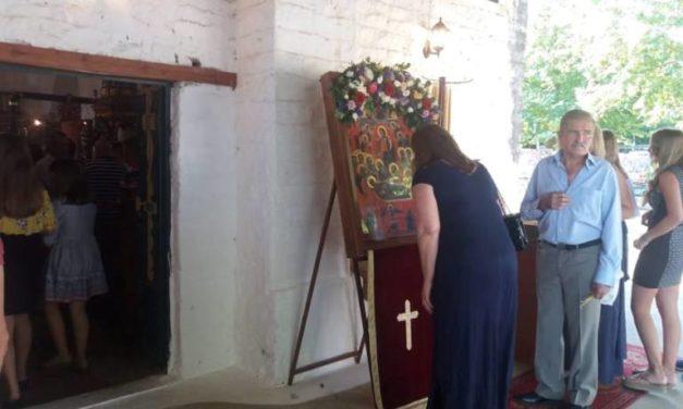 Πλήθος πιστών στην Κοίμηση Της Θεοτόκου στη Μεγάλη Χώρα Αγρινίου