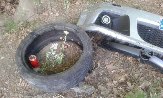 Εδώ έχασε τη ζωή του ο 22 χρονος – Έμειναν μόνο λαμαρίνες και λουλούδια για το άτυχο Νίκο!(ΦΩΤΟ)