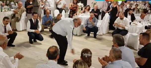 Ζεϊμπέκικο χόρεψε σε γάμο ο Κουρουμπλής